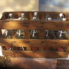 Botellas antiguas: CAJA MADERA CON BOTELLAS GASEOSAS LA CASERA. Lote 44896481