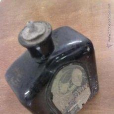 Botellas antiguas: BOTELLA VIDRIO NEGRO AGUA DE COLONIA PARA CANAS LA PORTEÑA. BUENOS AIRES MONTEVIDEO. AÑOS 30. Lote 44917926