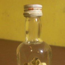 Botellas antiguas: BOTELLIN BOLSKAYA VODKA BOLS EMBOT. EN TARRAGONA (MANCHA ETIQUETA) CON SELLO DE IMPUESTOS - LLENO -. Lote 46043025
