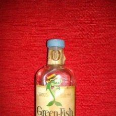 Botellas antiguas: BOTELLIN GREEN FISH DRY GIN. Lote 46312916