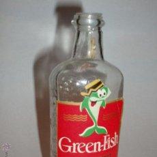 Botellas antiguas: MINIBOTELLA DE GINEBRA GREEN FISH, FINALES DE LOS AÑOS 1960. Lote 46713288