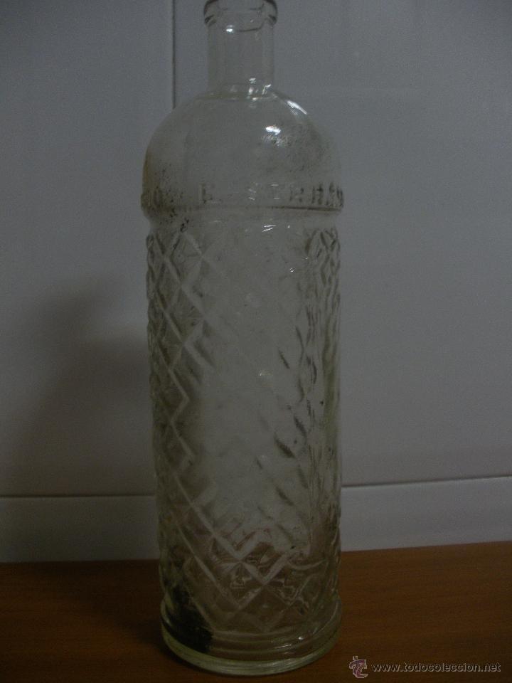 BOTELLA ANIS F.SERRANO QUINTANAR, OVIEDO, 1 LT., LETRAS RELIEVE (Coleccionismo - Botellas y Bebidas - Botellas Antiguas)