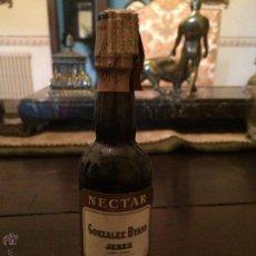 Botellas antiguas: BOTELLITA DE GONZALEZ VYAS NECTAR JEREZ. Lote 47562416