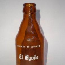 Botellas antiguas: BOTELLA CERVEZA EL AGUILA, 20 CL. *DECLARADA EMPRESA MODELO POR EL ESTADO* SERIGRAFIADA. Lote 48382436