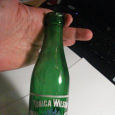 Botellas antiguas: BONITAY RARA BOTELLA BOTELLIN DE TONICA WILSON AÑOS 1960 - MIRA OTRAS EN MI TIENDA TC. Lote 48635313