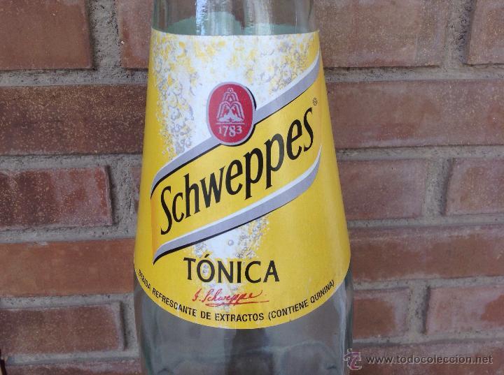 Botellas antiguas: BOTELLA GIGANTE PUBLICIDA TONICA SHWEPPES PERFECTO ESTADO - Foto 2 - 49200408