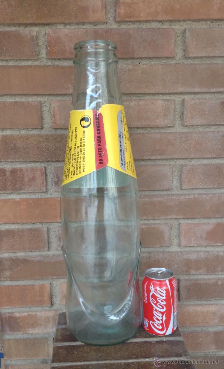 Botellas antiguas: BOTELLA GIGANTE PUBLICIDA TONICA SHWEPPES PERFECTO ESTADO - Foto 5 - 49200408
