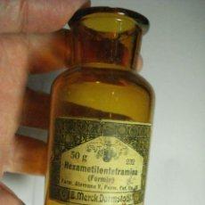 Botellas antiguas: ANTIGUA BOTELLA / FRASCO FARMACIA E.MERCK DARMSTAAL COLOR CARAMELO - AÑOS 1900-1920. Lote 49235592