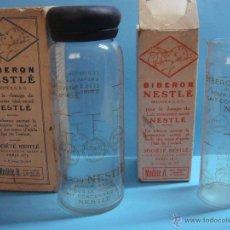 Botellas antiguas: LOTE DE 2 ANITIGUOS BIBERONES DE CRISTAL DE NESLÉ. BIBERON MODELO A Y MODELO B. CON SU CAJA.. Lote 49272452