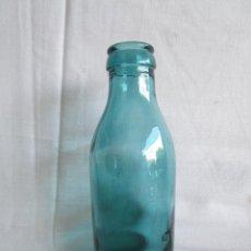 Botellas antiguas: ANTIGUA BOTELLA CRISTAL AZUL CRISTAL SOPLADO Y PRENSADO CONSERVAS DE TOMATE. Lote 32822942