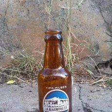 Botellas antiguas: BOTELLA DE CERVEZA ALHAMBRA 20CL. Lote 125066543
