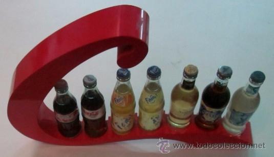 Botellas antiguas: EXPOSITOR CON SIETE BOTELLAS DE REFRESCO - AÑOS 70 - Foto 3 - 49485535
