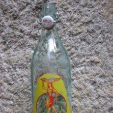Botellas antiguas: BOTELLA GASEOSA LITRO LA RIANXEIRA - RIANXO, GALICIA - TAPON CERAMICO MISMA MARCA LIMPIA + INFO. Lote 49546757