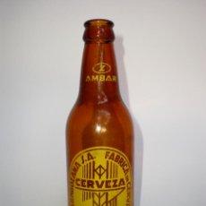 Botellas antiguas: BOTELLA CERVEZA *AMBAR* LA ZARAGOZANA S.A. *TERCIO* CON HOMBROS, SERIGRAFIADA. Lote 50253641