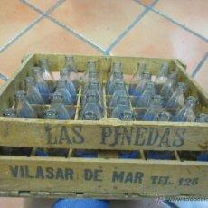 Botellas antiguas: VILASAR DE MAR - CAJA MADERA AGUA LAS PINEDAS - DE CABRILS, 30 BOTELLAS DE 16CM, SERIGRAFIADAS + NFO. Lote 50393470