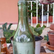 Botellas antiguas: ANTIGUA BOTELLA DE COÑAC CABALLERO, EN RELIEVE. Lote 50676926