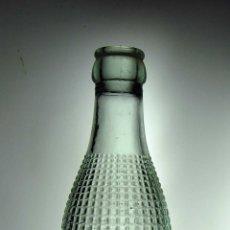 Botellas antiguas: BOTELLA DE GASEOSA RELIEVE MARCA GOLOSÍN // MUY BONITA. Lote 50734862