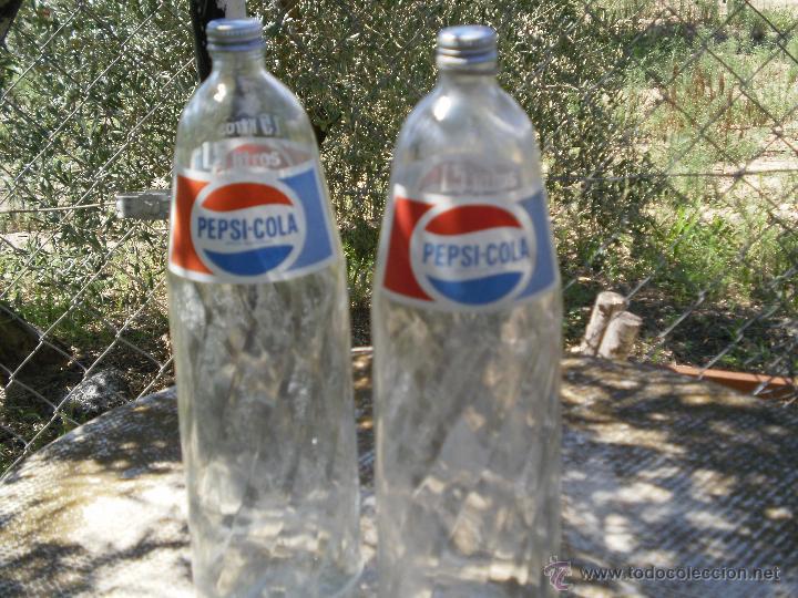LOTE DE 2 BOTELLAS DE CRISTAL PEPSI-COLA DE 1,5 LITROS . (Coleccionismo - Botellas y Bebidas - Botellas Antiguas)