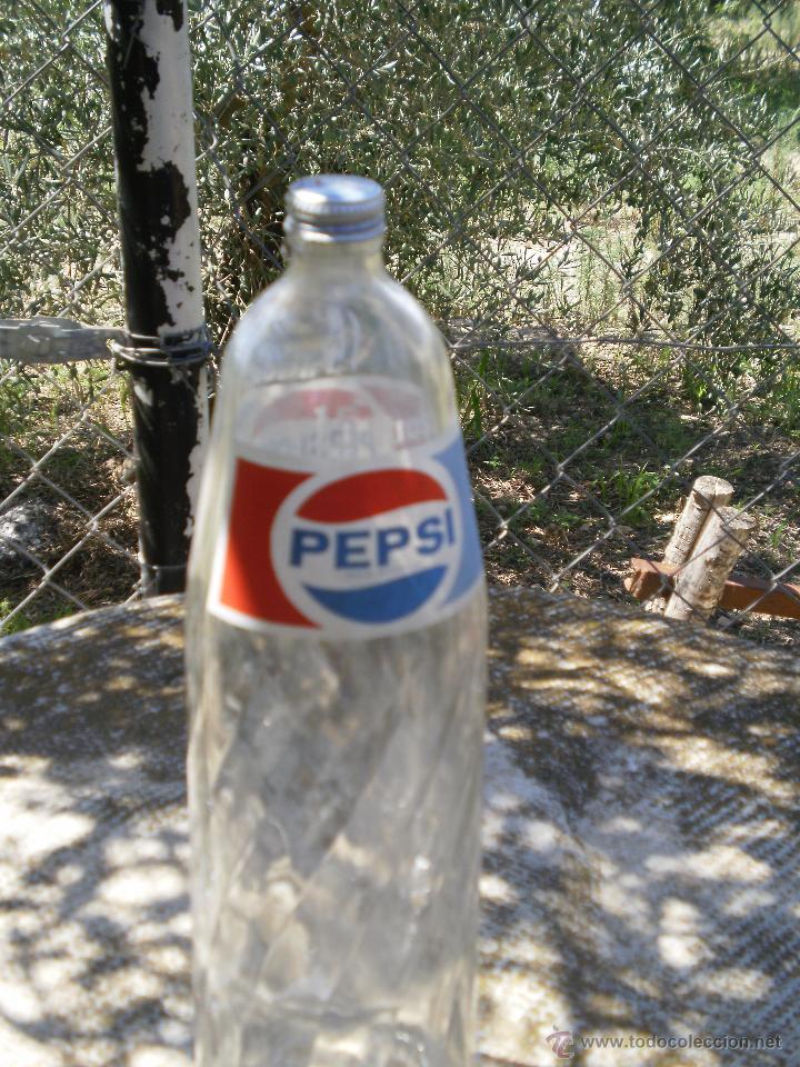 Botellas antiguas: LOTE DE 2 BOTELLAS DE CRISTAL PEPSI-COLA DE 1,5 LITROS . - Foto 3 - 50782752