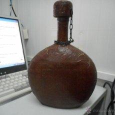 Botellas antiguas: CURIOSA BOTELLA NO VISIONADA NUNCA FORRADA DE CUERO DE CORDOBA MEZQUITA. Lote 50920742
