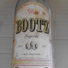 Botellas antiguas: BOTELLA VACIA RON BOOTZ MIRA LAS FOTOS. Lote 50945816
