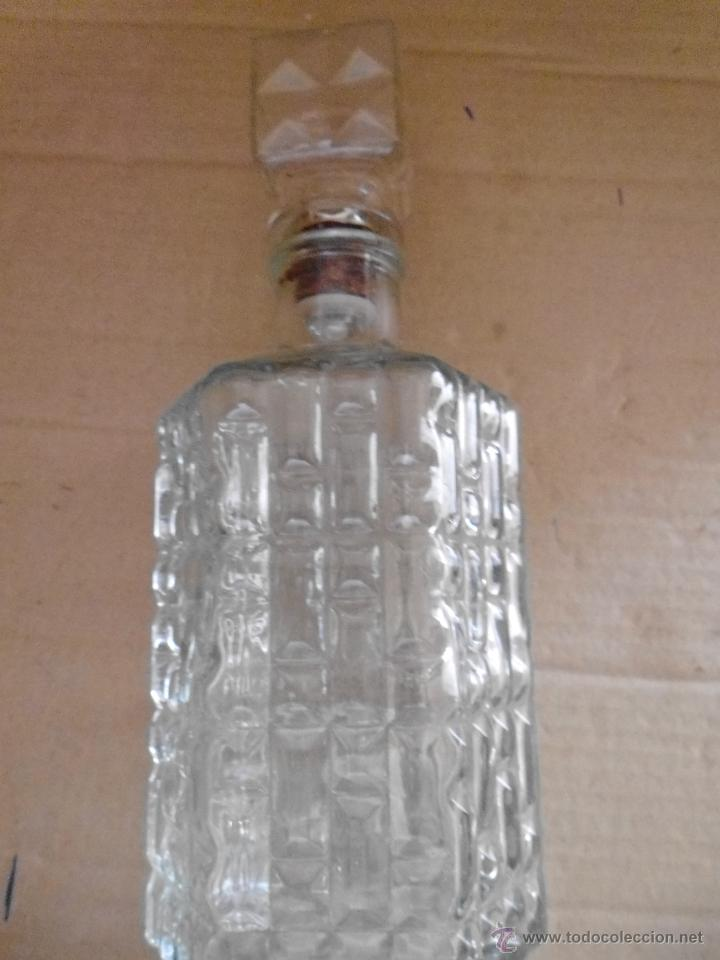 Botellas antiguas: BOTELLA DE CRISTAL PRENSADO mira las fotos - Foto 2 - 50946084