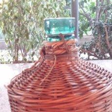 Botellas antiguas: ANTIGUA BOTELLA FORRADA.. Lote 51034913