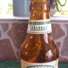 Botellas antiguas: ANTIGUA BOTELLA DE CERVEZA EL ALCAZAR, ETIQUETA PAPEL, 1/5. Lote 51392688