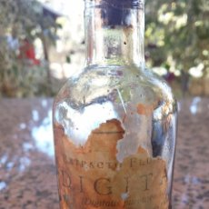 Botellas antiguas: ANTIGUA BOTELLA DE EXTRACTO FLUIDO DIGITALIS PURPUREA, ALGO DE CONTENIDO.. Lote 53830806