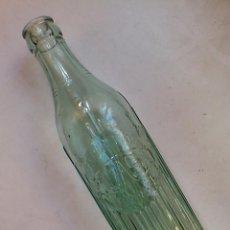 Botellas antiguas: ANTIGUA BOTELLA GASEOSA ESPUMOSOS PLASA EL VENDRELL AÑOS 30 TODO EN RELIEVE 22,5 X 5,5 CM. Lote 54061822