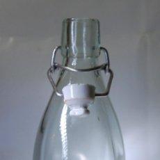 Botellas antiguas: BOTELLA DE GASEOSA FERNÁNDEZ DE VEGA DE MAGAZ LEÓN 1/2. Lote 54357464