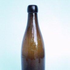 Botellas antiguas: BOTELLA CERVEZA -MAHOU- *H* 1/3 LIT* LETRAS EN RELIEVE, BOCA TAPÓN CORCHO,LAS PRIMERAS EN FABRICARSE. Lote 54501757