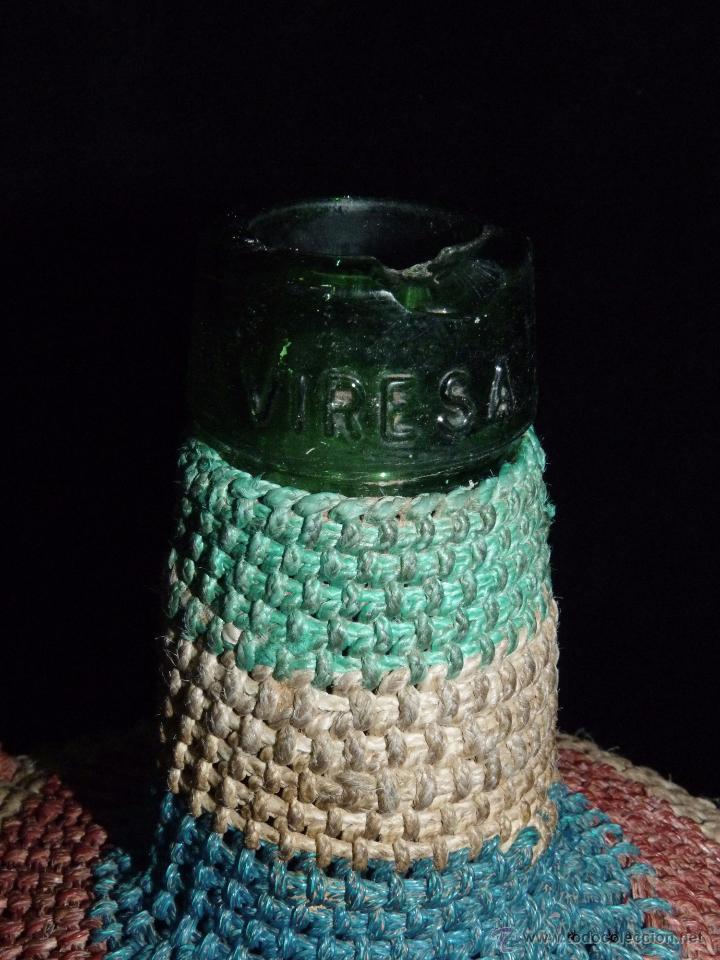 Botellas antiguas: PEQUEÑA GARRAFA DE CRISTAL FORRADA CON ESPARTO DE VARIOS COLORES. VIRESA 4 L. VINTAGE AÑOS 50 - Foto 3 - 54659769