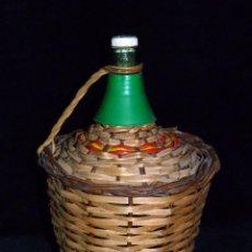 Botellas antiguas: PEQUEÑA GARRAFA DE CRISTAL FORRADA CON MIMBRE. VAYELENSE 2 L. VINTAGE AÑOS 50. Lote 54659841