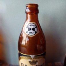 Botellas antiguas: ANTIGUA Y RARÍSIMA BOTELLA CERVEZA EL ÁGUILA NEGRA ESPECIAL CAMPEONATO MUNDIAL FUTBOL 1982 82 . Lote 54763889