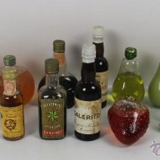 Botellas antiguas: COLECCION DE 16 BOTELLAS DE LICOR EN MINIATURA. MED S. XX.. Lote 46252685