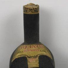Botellas antiguas: BOTELLA DE LICOR AQUAVIT SCHNAPS EN CRISTAL ESTUCADO. MED S XX. DESTILERIA NOGUERAS COMAS.. Lote 46253396