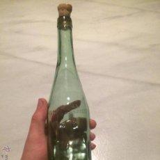 Botellas antiguas: ANTIGUA BOTELLA DE CRISTAL VERDE CON MARCAS RUBINAT LLORACH, AÑOS 30-40 . Lote 54996490