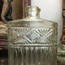 Botellas antiguas: ANTIGUA BOTELLA DE VIDRIO CRISTAL LABRADO - MEDIDA 17,5CM. Lote 55005960