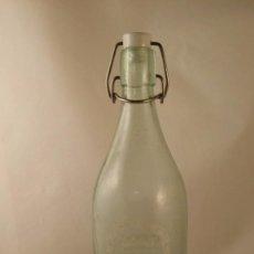 Botellas antiguas: BOTELLA DE GASEOSA DE 1 LITRO. LA PICARONA. LE FALTA LA GOMA DEL TAPÓN. Lote 55303688