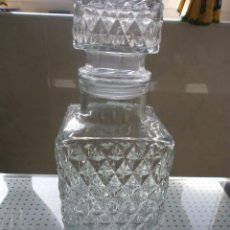 Botellas antiguas: BOTELLA DE CRISTAL LABRADO. Lote 55562097
