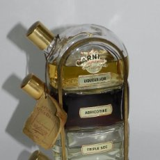 Botellas antiguas: ANTIGUO SET DE 4 BOTELLAS DE LICORES GARNIER EN EXTRUCTURA METALICA, PARIS FRANCIA, CONTIENEN LICOR,. Lote 55895181