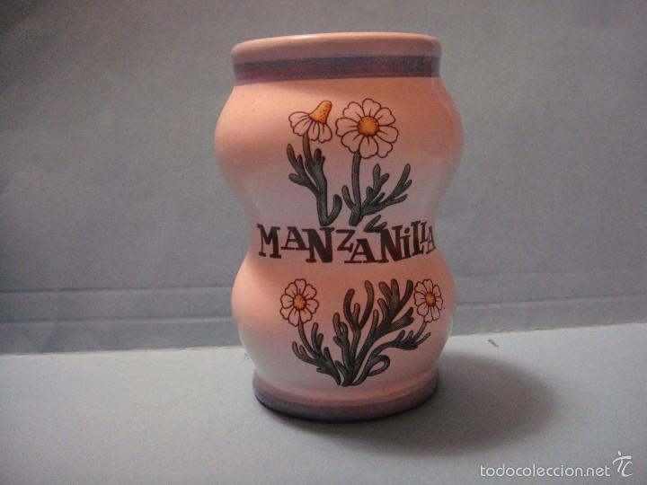 PEQUEÑO BOTE FARMACÉUTICO. BOTE DE CERÁMICA DE MANZANILLA (Coleccionismo - Botellas y Bebidas - Botellas Antiguas)