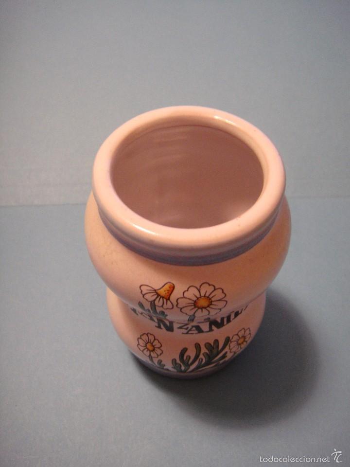 Botellas antiguas: PEQUEÑO BOTE FARMACÉUTICO. BOTE DE CERÁMICA DE MANZANILLA - Foto 2 - 56012458