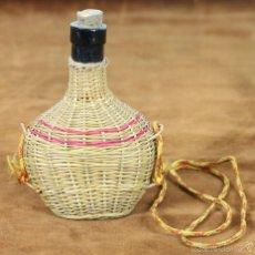 Botellas antiguas: BOTELLA DE LICOR. FUNDA DE CAÑAMO. VACIA. SIGLO XX. . Lote 57234189