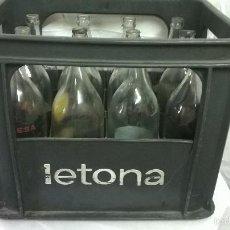 Botellas antiguas: CAJA Y BOTELLAS -LECHE LETONA - AÑOS 70. Lote 57387122