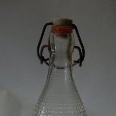 Botellas antiguas: BOTELLA DE GASEOSA LA FLOR DE VALENCIA RELIEVE 1 L. Lote 57717156