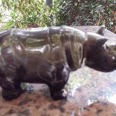 Botellas antiguas: ANTIGUA BOTELLA DE AVON, REINOCERONTE,. Lote 58593749