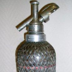 Botellas antiguas: EXCELENTE SIFÓN INGÉS (SELLO LONDON) DE CRISTAL ENMALLADO ANTIGUO. PARA EMBOTELLAR EN ESPAÑA. Lote 59608255