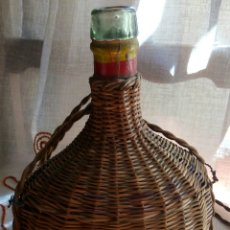 Botellas antiguas: BOTELLA OVALADA CRISTAL FORRADA MIMBRE. Lote 59756716